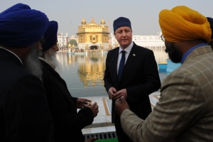 Cameron at the Golden Temple in Amritsar, Punjab